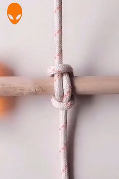 Clever Ropes Hacks Related posts: 9 Amazingly Clever Ikea Hacks for the Kitchen Clever folding hacks! Paracord Knots, Rope Knots, Macrame Knots, Rope Crafts, Diy Crafts Hacks, Survival Knots, Survival Skills, Sailor Knot Bracelet, Bracelet Knots