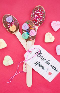 It almost seems like Valentine's exists just to provide ample opportunities for word play. The world should really be this creative more often! Valentine Banner, Valentine Day Wreaths, Valentine Heart, Valentine Gifts, Cool Gifts, Diy Gifts, Chalk It Up, Balloon Flowers, Vinyl Lettering