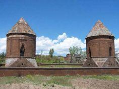 """Emir Bayındır Kümbeti'nin dünyada 2 tane örneğinin olduğu söylenmektedir. Birisi Ahlat'ta 15'nci yüzyılın sonunda işlenmiş, diğeri ise yine aynı tarihlerde Azerbaycan'ın Gence kentinde yapılmış bir şaheserdir. İki kümbet de """"Baba-Can"""" isimli Ahlat'lı bir usta tarafından yapıldığı tahmin edilmektedir. Bu kümbetin diğer özellikleri ise yanında mescidi ve zaviyesinin bulunması, tüm yapılarda vakfiyenin taşa işlenmesidir. İlhanlı, Osmanlı dönemlerinde ve öncelerinde vakfiye kağıda yazılırdı""""… 11th Century, The Province, Archaeology, The Good Place, Gazebo, Empire, Asia, Outdoor Structures, Istanbul"""