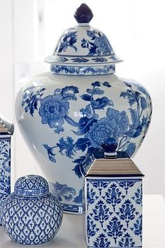 Ginger jars/blue and white porcelain Delft, Blue And White China, Blue China, Blue Gold, Blue Pottery, Chinoiserie Chic, Home Decor Online, Blue Rooms, Ginger Jars