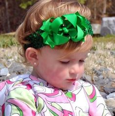 These bows are the perfect size for all ages.  They measure about 3.5 inches across and are a dainty sized bow. Each bow comes attached to a partially ribbon lined alligato... #handmade #etsy #bighairbows #overthetop #boutique #babygirl #1stbirthday #babyclothes #hairbows #baby-girl-headbands #baby-headbands #christmas-hair-bows ➡️…