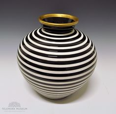 Vase by Nora Gulbrandsen for Porsgrund Porselen. In production from 1937. Model nr 2090