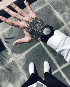 Hand tattoos for men: discover super hand ink examples - . - Hand Tattoos For Men: Discover Super Hand Ink Examples – - Hand Tats, Hand Tattoos For Guys, Couple Tattoos, Tattoos For Women, Male Hand Tattoos, Foot Tattoos, Finger Tattoos, Body Art Tattoos, Sleeve Tattoos