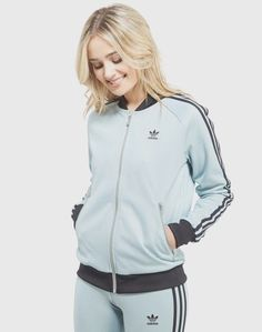 d4fcbca564b adidas Women s Jackets Track Jackets and Coats · ONLY SIZE UK10 - US SMALL.  Raglan sleeves and a signature collar keep it rooted