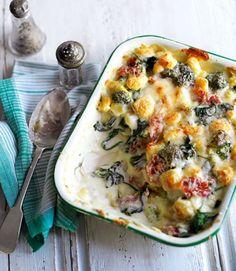 GNOCCHIS GRATINADOS CON ESPINACAS, BRECOL Y JAMON (Grilled gnocchi with broccoli and parma ham) #RecetasConBrocoli #RecetasConEspinacas