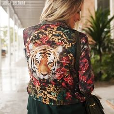 Só precisamos dessa jaqueta maravilhosa e mais nada! Lançamento Alto Inverno 15! #lancaperfume #lplovers #collection  Ref, 02JA013900