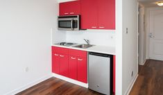 Bay Parc Apartments in Miami, FL offers pet-friendly and smoke-free apartments with wood flooring, modern kitchens and resort-style pools, near Bayfront Park. 2 Bedroom Apartment, New Homes, Kitchen Cabinets, Flooring, Modern, Home Decor, Trendy Tree, Decoration Home, Room Decor