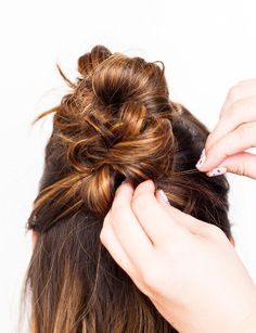 Hair Brained: Go from Day to Night with this Messy Bun Faux Hawk Ways - Hair Tutorials Faux Hawk Hairstyles, Messy Bun Hairstyles, Bun Hairstyles For Long Hair, Braided Hairstyles Tutorials, Diy Hairstyles, Hair Tutorials, Beauty Tutorials, Wedding Hairstyles, Latest Hairstyles