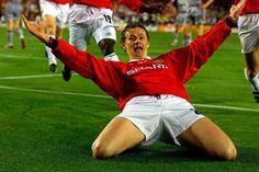 Ole Gunnar Solksjaer scores the winning goal in the 1999 European Cup final Manchester United Images, Manchester United Legends, Manchester United Players, Champions League Draw, Premier League Champions, Oxford United, Bobby Charlton, European Football, Man United