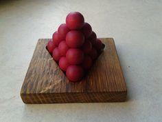 La mini pyramide des pharaons. Vous avez 6 pièces : 2 de 4 boules et 4 de 3 boules. L'objectif est de reconstituer une pyramide comme sur la photo afin que votre pharaon vous recouvre de pièce d'or (sinon ce sera les crocos ^^). . Petit casse tête fort amusant, on a vite tendance à vouloir créer une pyramide contemporaine ^^ A vous de jouer et à bientôt sur Plaisir d'Antan pour d'autres jeux originaux. https://www.youtube.com/channel/UC1zHh_mfWeXj14LwsBacMzg…