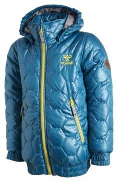 Hummel, fashion vinterjakke. 100% polyester. Vaskes på 40 grader.