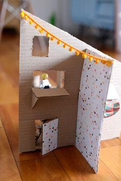 Estéfi Machado: casinha de bonecas de papelão