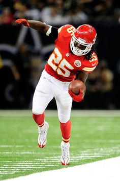 Jamaal Charles Photos - Jamaal Charles of the Kansas City Chiefs tries to stay in bounds against the New Orleans Saints during a game at the Mercedes-Benz Superdome on September 2012 in New Orleans, Louisiana. - Kansas City Chiefs v New Orleans Saints Kansas City Chiefs Football, Kansas City Royals, Sport Football, Nfl Sports, Football Memes, Kc Cheifs, Jamaal Charles, American Football League, City Pride