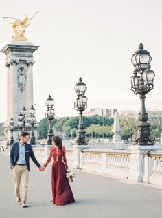 Fall engagement session in Paris: http://www.stylemepretty.com/little-black-book-blog/2016/12/09/fall-parisian-engagement-session/ Photography: Gert Huygaerts - http://gerthuygaerts.com/