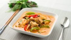 Thai Red Curry Recipe Main Dishes with chicken breasts, Thai red curry paste… Red Curry Recipe, Curry Recipes, Asian Recipes, Ethnic Recipes, Red Curry Chicken, Thai Red Curry, Onion Chicken, Red Thai, Lime Chicken