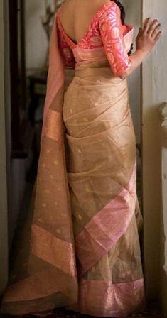 Top 23 trending saree styles for 2020 3 Saree Blouse Neck Designs, Fancy Blouse Designs, Bridal Blouse Designs, Blouse Patterns, Mode Bollywood, Saree Trends, Stylish Sarees, Saree Look, Elegant Saree