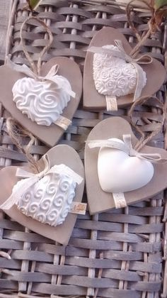 Here are some ideas for making fast but favors … – Wedding Dresses Ideas Plaster Crafts, Clay Crafts, Diy And Crafts, Arts And Crafts, Clay Christmas Decorations, Christmas Crafts, Christmas Ornaments, Salt Dough Crafts, Dough Ornaments