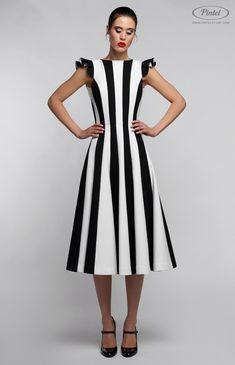 Pintel™ Store — KUBY — designer women's combined black-and-white dress in genuine cotton (Italy) Stylish Dress Designs, Stylish Dresses, Simple Dresses, Beautiful Dresses, Casual Dresses, Fashion Dresses, Striped Dress, White Dress, Modelos Fashion