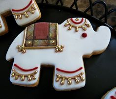 How cute are these - little Elephant cookies for a Bollywood party. Galletas Cookies, Cupcake Cookies, Sugar Cookies, Owl Cookies, Cupcake Toppers, Indian Wedding Cakes, Big Fat Indian Wedding, Indian Weddings, Indian Theme