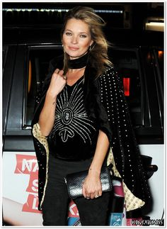 Kate Moss Takes Her Throne as the Queen of London Cool Moss Fashion, Big Fashion, Kimono Fashion, Die Queen, Queen Kate, Top Models, Estilo Kate Moss, Gossip Girl Outfits, Glamour Party