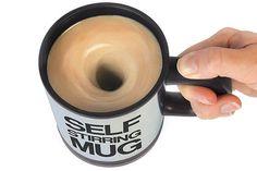 ¡Apretás un botón y el café se revuelve solo! Ideal para no andar con la cucharita de acá para allá.... Foto:hotcraze.co.uk