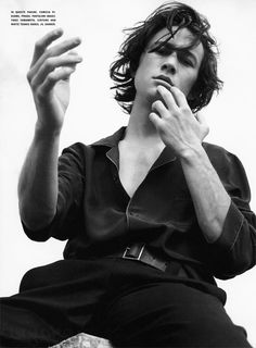 Joseph Gordon Levitt - He looks like Heath Leger in with this hair