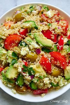 tasty and so delicious, this Mediterranean Qiunoa Salad will make you prepare it over and over again. Zesty Quinoa Salad, Mediterranean Quinoa Salad, Quinoa Salad Recipes, Healthy Recipes, Ensalada Thai, Clean Eating, Healthy Eating, Stuffed Sweet Peppers, Pasta Salad