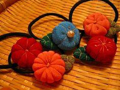 小町娘のヘアゴムの作り方 その他 ファッション小物   アトリエ 手芸レシピ16,000件!みんなで作る手芸やハンドメイド作品、雑貨の作り方ポータル Crepe Paper Crafts, Fabric Crafts, Lace Earrings, Kimono Fabric, Fabric Jewelry, Handmade Beads, Diy Accessories, Diy And Crafts, Coin Purse