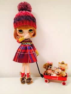 A lovely Blythe and her toys :)