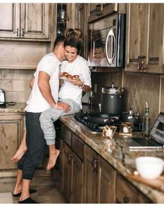 Couple Goals and Poses in the kitchen. Cuz you can get romantic and start cuddling anywhere anytime! Cute Relationship Goals, Cute Relationships, Couple Fotos, Boyfriend Goals, Cute Couples Goals, Family Goals, Poses, Couple Pictures, Couple Photography