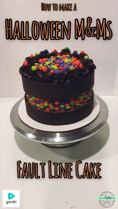 Halloween M&Ms Fault Line Cake How to make an M&Ms Fault Line Cake! Partial video pinned, but the full video. Halloween Desserts, Bolo Halloween, Cake Decorating Designs, Cake Decorating Techniques, Cupcakes, Halloween Backen, Cake Hacks, Fathers Day Cake, Cake Videos