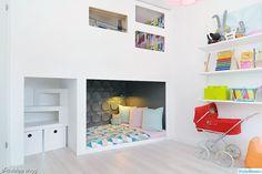cozy sleeping nook with loft Ideas Habitaciones, Sleeping Nook, Deco Kids, Built In Bed, Built Ins, Kids Corner, Little Girl Rooms, Kid Spaces, My New Room