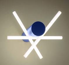 Electro bleu : Applique murale Enseign Bâton, Patrick de Glo de Besses (Granville Gallery).