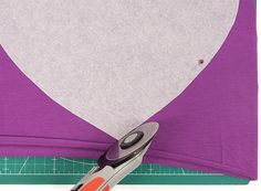 naeh-tipp-jersey_rollschneider Sewing Hacks, Sewing Tutorials, Sewing Patterns, Serger Sewing, Good To Know, Textiles, Knitting, Fabric, Design