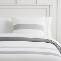 Shop boys duvet covers from Pottery Barn Teen for an upgrade from their children's bedding. Let them show their personality with our boys bedding in stripes, plaid, and even sports logos. Organic Duvet Covers, Twin Size Duvet Covers, Bed Duvet Covers, Duvet Sets, Duvet Cover Sets, Pottery Barn, Luxury Bedding, Bed Pillows, Outfits