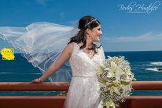 Un hermoso velo de novia. ideal para tu boda en Playa. Beach Wedding Hair, Lace Wedding, Wedding Dresses, Wedding Hairstyles, Hair Styles, Fashion, Bridal Veils, Wedding Hair Styles, Beach Weddings