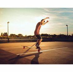 @christopher_weggler  super style  #sampalongboarders#longboarder#longboard#paristrucks#longboardfreestyle#orangatang#loadedboards#bonesbearings#originalskateboards#longboardfreeride#slideordie#slidjam#showmeatrick  Cliclk@photocngraphy