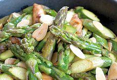 Wok d'asperges vertes au poulet et amandes grillées - Les fruits et légumes frais