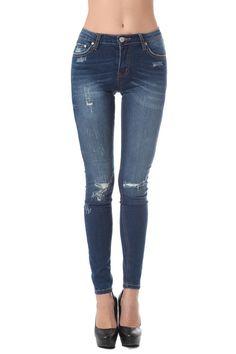Highwaist skinny jean with distressed detailing - 49,90 € - https://q2shop.com/