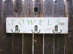beach bathroom towel rack for the bathroom Towel Rack Pool, Towel Rack Bathroom, Pool Towels, Beach House Decor, Diy Home Decor, Pool Organization, Sage Green Paint, Coat Pegs, Shabby Chic Beach