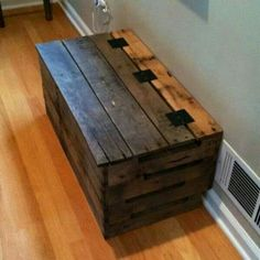 Trunk made from pallets.... love it!