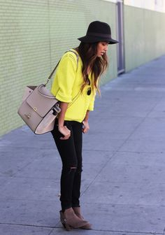 Yellow sweater, black hat and black jeans.