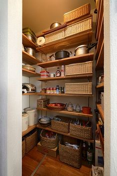 Asian Home Decor splendid example 7254582365 - From easy to stunning styling arrangements. Japanese Home Decor, Japanese Kitchen, Asian Home Decor, Kitchen Pantry, Kitchen Decor, Interior Garden, Interior Design, Natural Interior, Pantry Storage