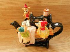 Mice From Cinderella Sewing Machine Teapot (Gus,Jaq and Suzy)😘 Teapot Design, Tea Pot Set, Tea Art, China Tea Cups, Ceramic Teapots, Tea Service, Chocolate Pots, Tea Cakes, Tea Accessories
