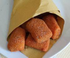 PACCHERI FRITTI Cartoccio di fritto a base di pasta tipo paccheri farcita con polpa di pesce, impanata e fritta in olio bollent.