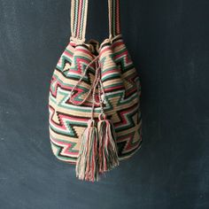 Helado Wayuu Mochila Bag. To purchase original Wayuu Bags, visit diversostudio.com