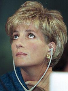 My Diana by Royal photographer Arthur Edwards Princess Diana Hair, Princess Diana Fashion, Princess Diana Pictures, Princess Diana Family, Princesa Diana, Diana Haircut, Short Hair Cuts, Short Hair Styles, Lady Diana Spencer