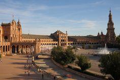 Llegamos a Sevilla, nuestro primer destino de este 2017, una preciosa ciudad bañada por las aguas del Guadalquivir y con suficientes atractivos arquitectónicos, gastronómicos y culturales como para satisfacer a cualquier viajero que se precie, ¿nos acompañas?