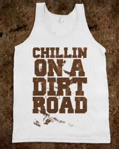 Chillin' on a dirt road.an ice cold beer sittin' in the consule.memory lane up in the head lights. Country Girl Life, Country Wear, Country Girls Outfits, Country Fashion, Country Shirts, Country Style, Summer Outfits, Cute Outfits, Funny Outfits
