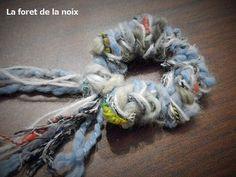 編み棒がなくても作れる!【簡単】毛糸のシュシュの作り方|その他|ファッション小物|ハンドメイド・手芸レシピならアトリエ Fun Crafts, Diy And Crafts, Autumn Leaf Color, Unique Crochet, Diy Accessories, How To Make Bows, Knitting Yarn, Hair Ties, Burlap Wreath